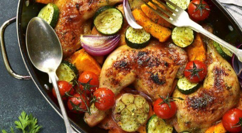 الدجاج المحمر مع الخضار والثوم
