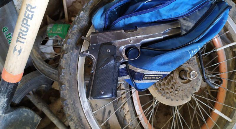 في رهط: العثور على مسدسات وبنادق