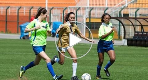 ماذا ستفعل إذا شاهدت مباراة كرة قدم لأجمل فتيات الكون؟!