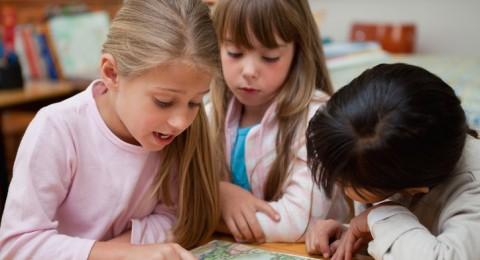 طلاب الطبقة المتوسطة الأكثر حظا في المدارس