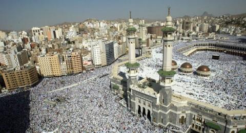 2 مليون حاج يؤدون صلاة الجمعة في المسجد الحرام