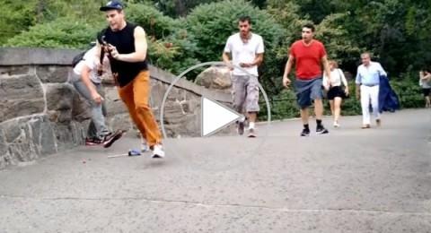 شاب ينتقم من سياح لحظة التقاطهم صور السيلفي في نيويورك