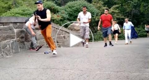 كيف انتقم شاب من سياح مدمنين على التقاط صور السيلفي في نيويورك؟