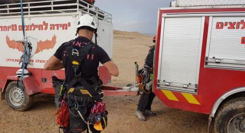 الشرطة تعمل على تخليص مجموعة من العالقين في النقب