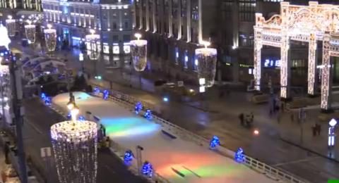 مشاهد جميلة لشوارع موسكو أثناء تزيينها ليلاً