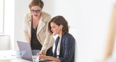 بحث: الثقة بالنفس – عامل مهم في إشغال النساء للمناصب المتقدمة