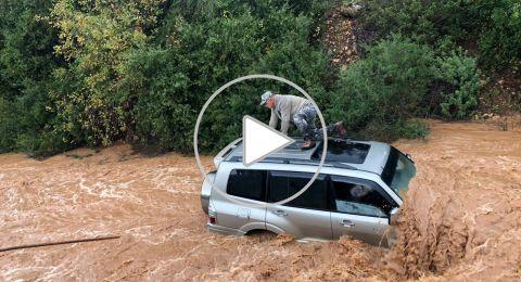 يركا: اعتلى سطح السيارة ونجا من الفيضانات