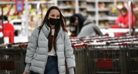 كيف تتجنب الإصابة بعدوى كورونا في المحال التجارية والأماكن العامة؟