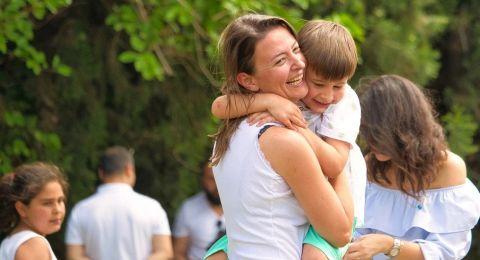 كيف تحمين طفلك المصاب بطيف التوحد من آثار الحديث الدائم عن كورونا؟