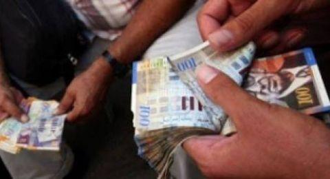 الدولار يتأرجح أمام الشيقل