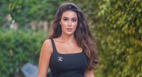 ممثلة مصرية تشعل المواقع بفستانها.. تعليقات صادمة