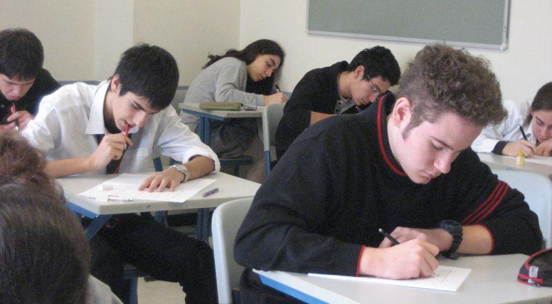 من يزرع رهبة «الامتحان» بالطلبة الصائمين؟!