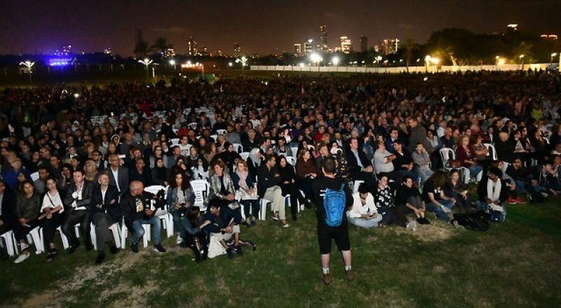 إحياء مراسم الذكرى الإسرائيلية - الفلسطينية في تل أبيب، مقابل صرخات اليمين: