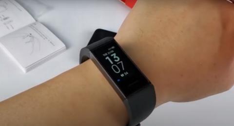 شركة Xiaomi تطرح سوارا ذكيا ورخيصا يعمل أسبوعين بالشحنة الواحدة!ذ