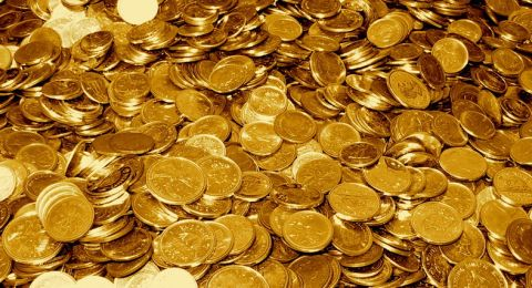 الذهب مستقر قرب أعلى مستوى في 8 سنوات