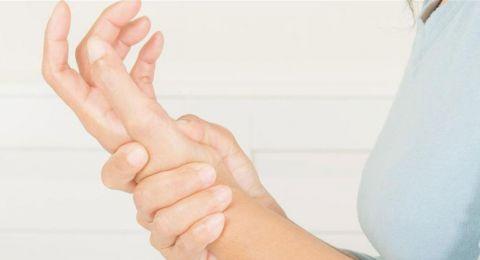 الألم في كف اليد ليس عابراً.. انتبهوا إلى هذا الخطر