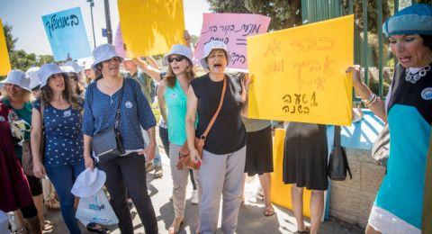 مظاهرة ضخمة في تل أبيب والإعلان عن إضراب شامل من قبل العاملين الاجتماعيين