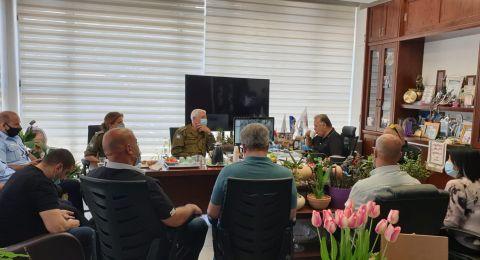 لجنة الطوارئ مع الشرطة والجبهة الداخلية تلتئم في بلدية الناصرة