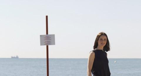 الكاميرات ترصد الممثلة بيلار لوبيز دي ايلا وهي على شاطىء فينيسيا