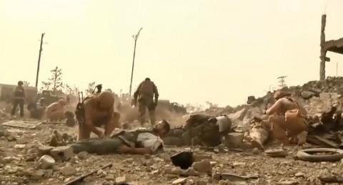 اللحظات الأولى لانفجار لغم وإصابة صحفيين وعسكريين روس في دير الزور