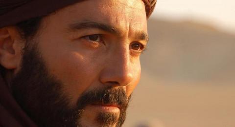 خالد النبوي يعود إلى الصحراء ويصطحب 4 جميلات ل