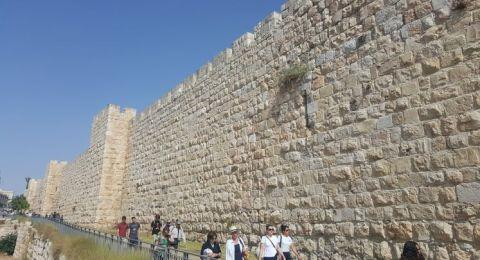 الناشط اليميني أرييه كينغ يدعو إلى هدم سور القدس