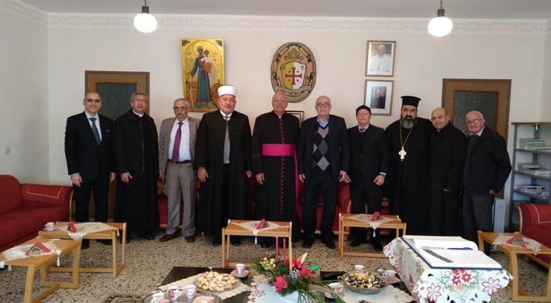 وفد رئاسي فلسطيني يهنىء القيادات المسيحية بالأعياد