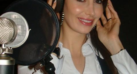 كريستينا صوايا تغني للمسنين
