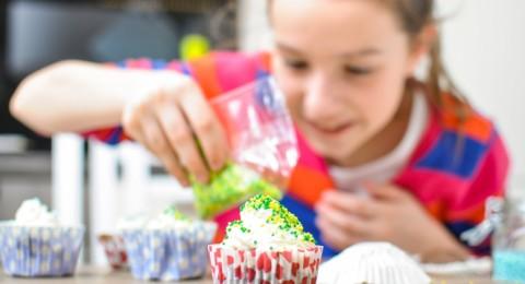 العلماء يتوصلون إلى معرفة سبب ثبات رغبة الإنسان تناول الحلويات