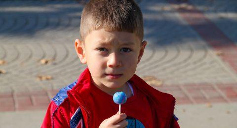 كيف تؤثر الحلويات على سلوك الأطفال وصحتهم؟