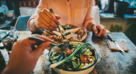 نصيحة لوزن مثالي.. حدد وقتا لوجبة الغداء ولا تؤخرها!