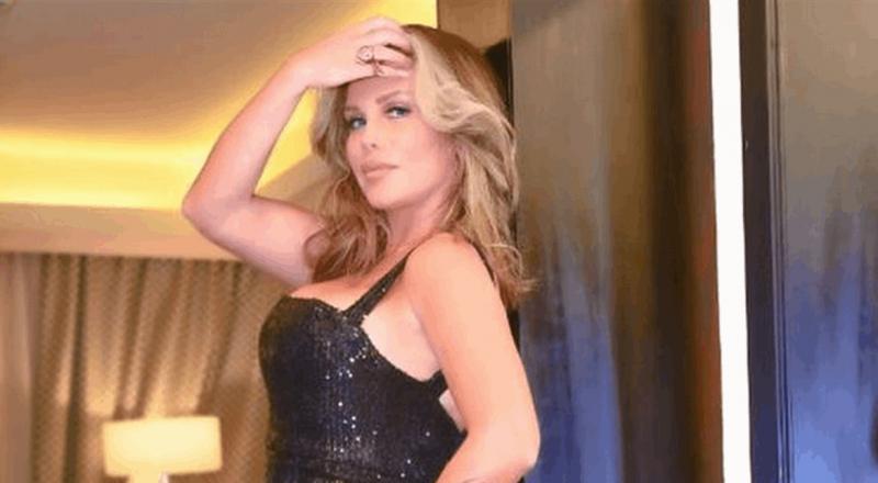 نيكول سابا تخطف الأنظار في مصر.. فستان أسود sexy وترقص بإثارة وتغني