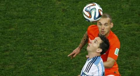 الفيفا يعاقب الأرجنتين بغرامة بسبب الإعلام