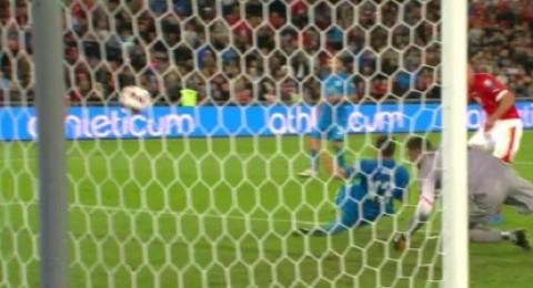 سويسرا تقلب الطاولة على سلوفينيا في مباراة مثيرة وتعزز موقعها في الوصافة