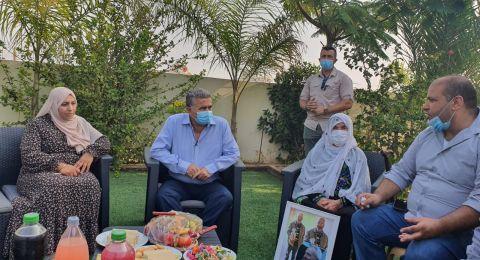 الوزير عمير بيرتس يعلن عن وجود قرار  بإقامة طاقم مشترك لفحص سبل مساعدة عائلة أبو القيعان