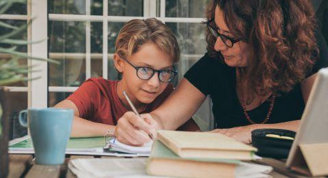كيف تربين طفلاً ينجح في حياته وليس فقط في الإمتحانات الدراسية؟