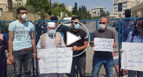 صحفيون يتضامنون مع عبدالرحمن ظاهر أمام مجلس الوزراء