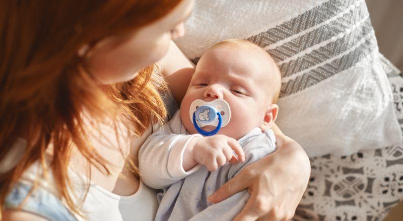 هل المصاصه تسبب غازات للطفل؟