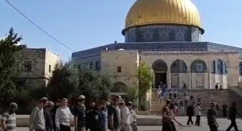 القوات الاسرائيلية تُداهم مصلى باب الرحمة ومستوطنون يقتحمون الأقصى