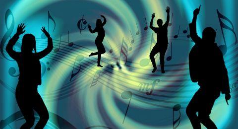 أبراجٌ تدمنُ الموسيقى...يعتبرونها جزءا ًأساسيا ًمن يومهم