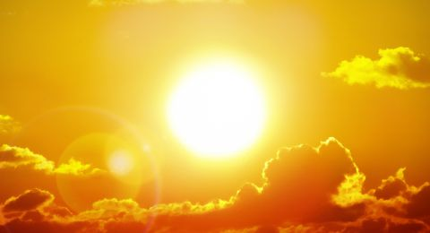 لماذا يكون الفضاء باردا جدا إذا كانت الشمس حارة جدا؟