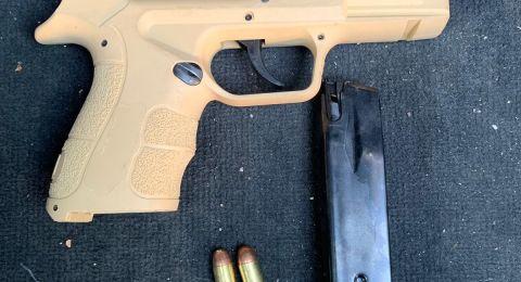 القى المسدس من نافذة السيارة، اعتقال مشتبهين من طمرة (27 عاما،38 عاما)