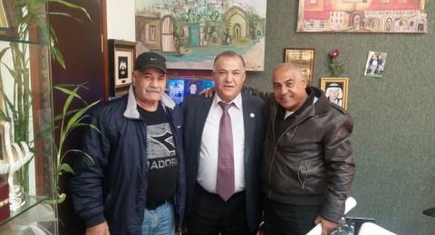 صبحي سلوما الزعبي بطل إسرائيل في الملاكمة ومؤسس الكفوف الذهبية يزور رئيس البلدية علي سّلام