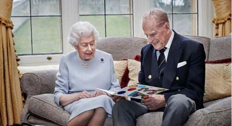 الملكة إليزابيث والأمير فيليب سيتلقيان لقاح فيروس كورونا في هذا الموعد
