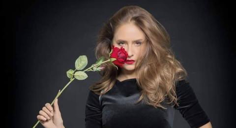 ماذا تفعل نيللي كريم في روسيا؟