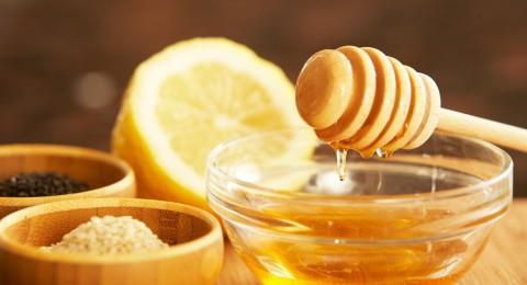 العسل يقتل الفطريات ويلأم الجروح