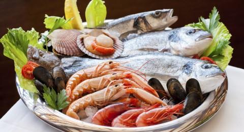 ما هي الفوائد الصحية للمأكولات البحرية؟
