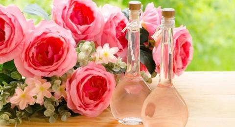 أسرار زيت الورد لتتألقي على عرش الجمال بيوم الحب