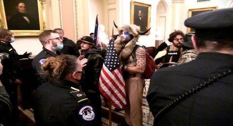 مفاجأة في محاكمة ترامب: فيديو عن محاولة أنصاره قتل بنس