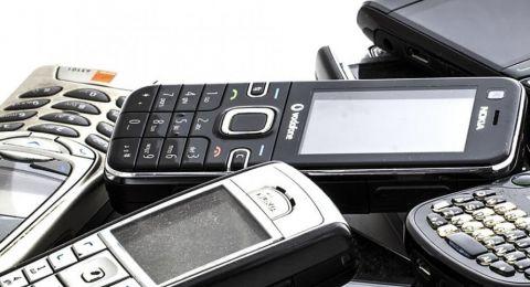 8 استخدامات رائعة للهواتف الذكية القديمة الموجودة في منزلك